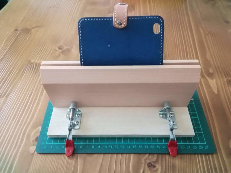卓上型ステッチングツリーを使ってスマホケースを縫う