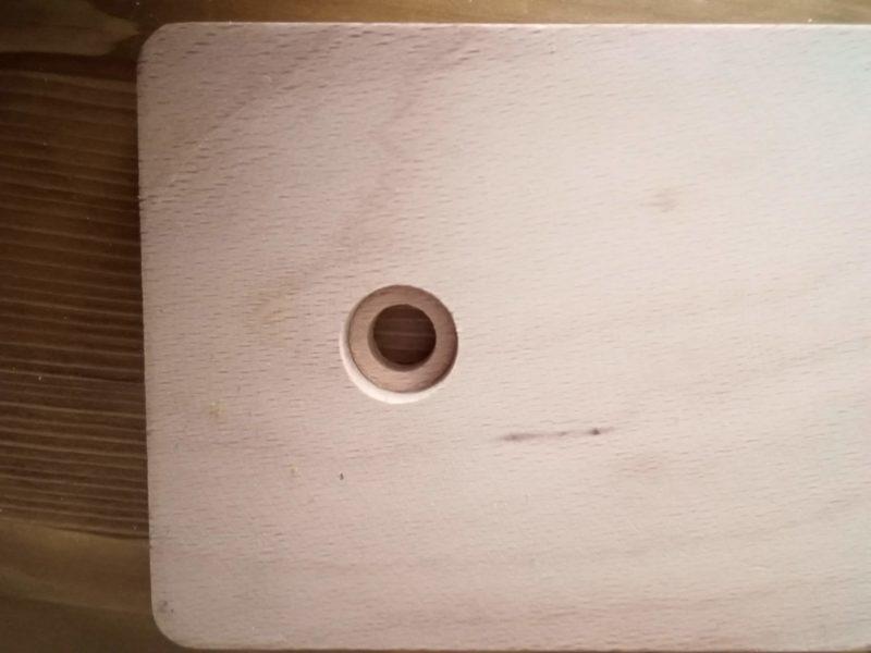 レーシングポニーの座る部分のネジ穴