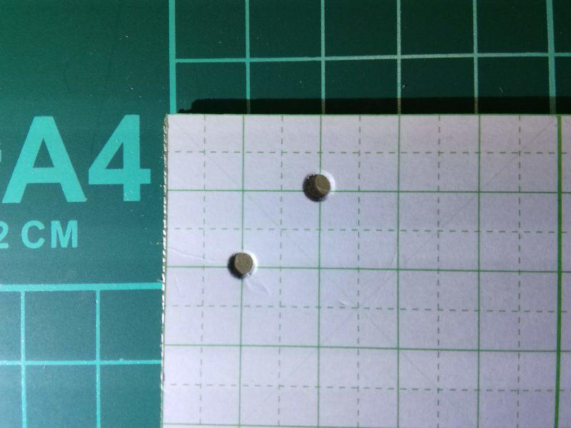トレイの穴をあける目印を型紙につける