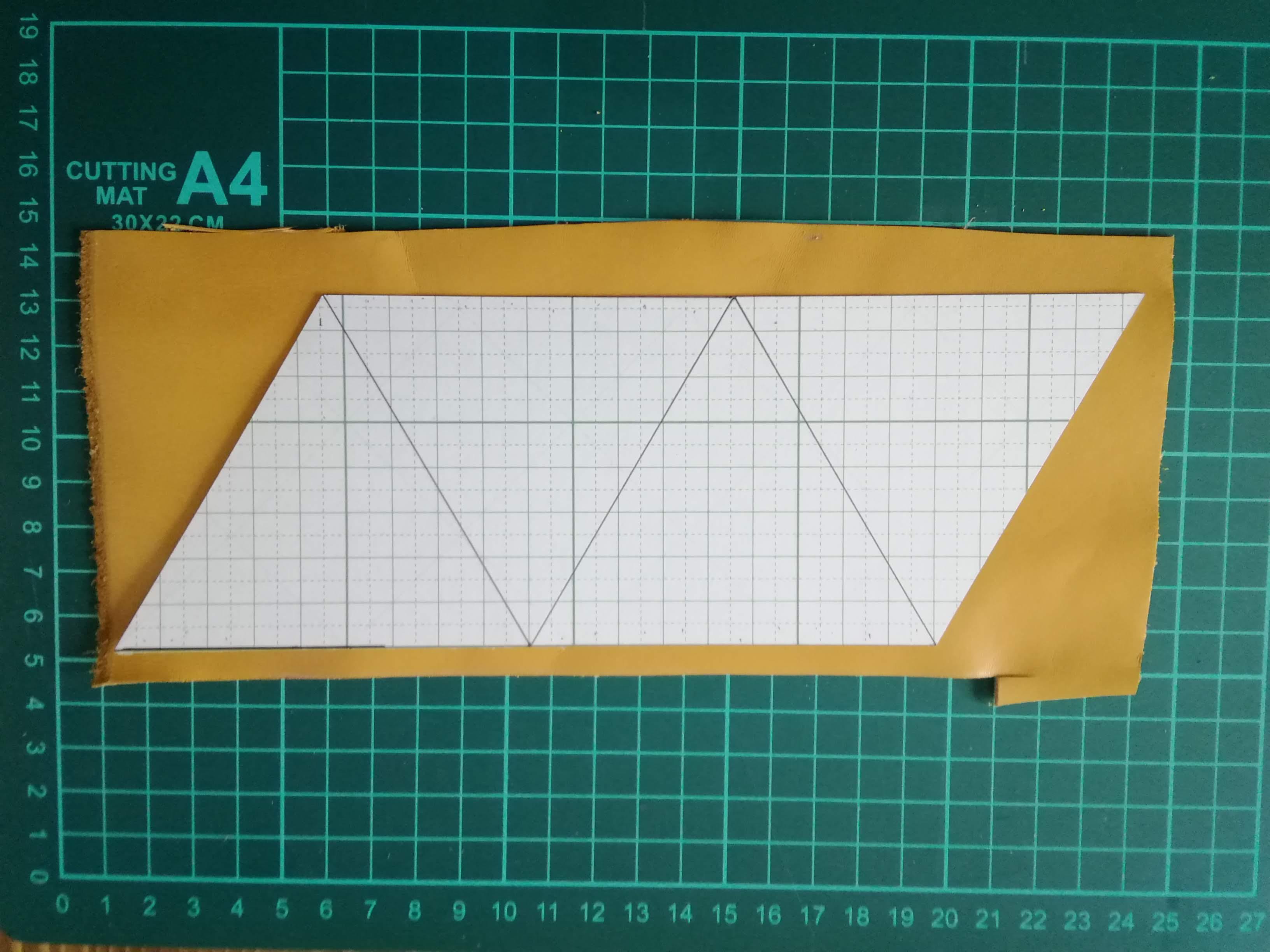 三角コインケースの型取りをする