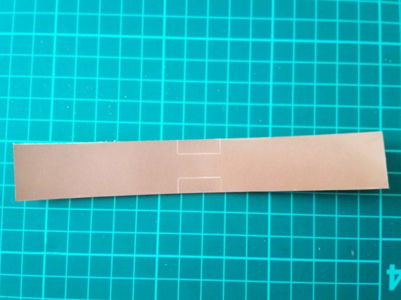 キーケースの型紙を長方形にカットする