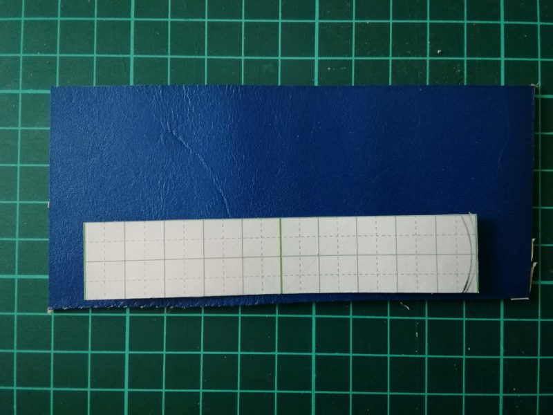 ケーブルクリップの型紙を革に写す