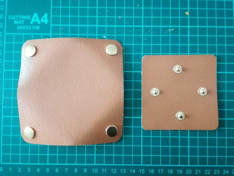 四角いコインケースにボタンをとりつける。表側