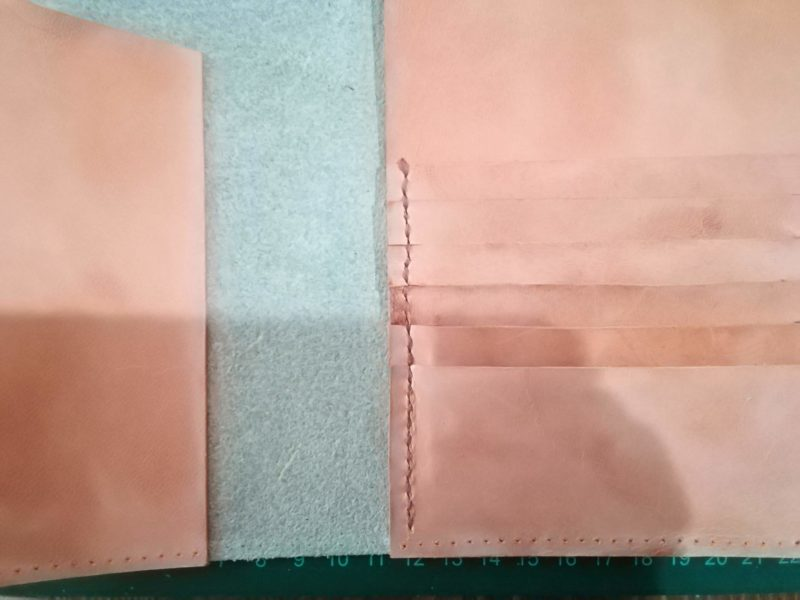 お薬手帳ケースのカード収納部の内側部分を縫う