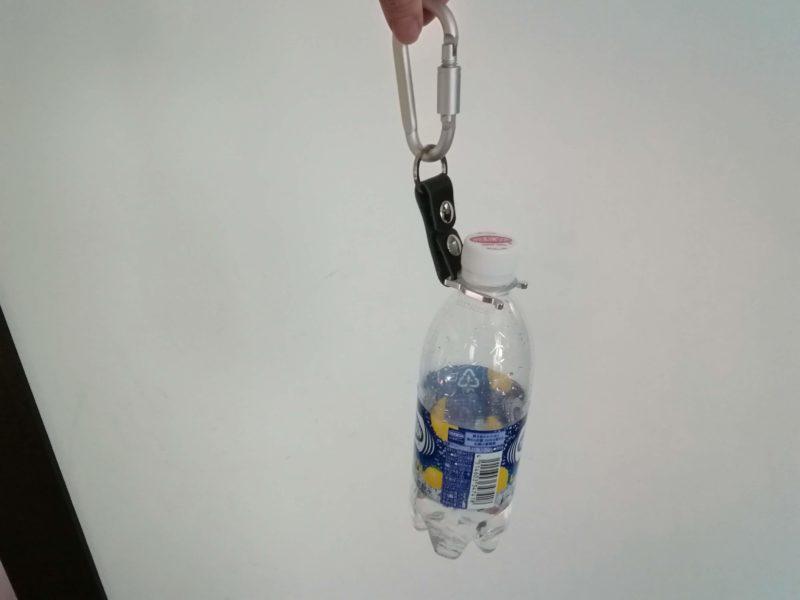 ペットボトルホルダーにペットボトルをつけてみる