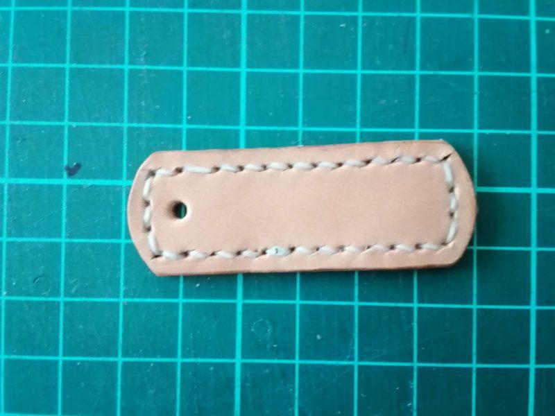iPhoneSEケース留め具のステッチを縫う