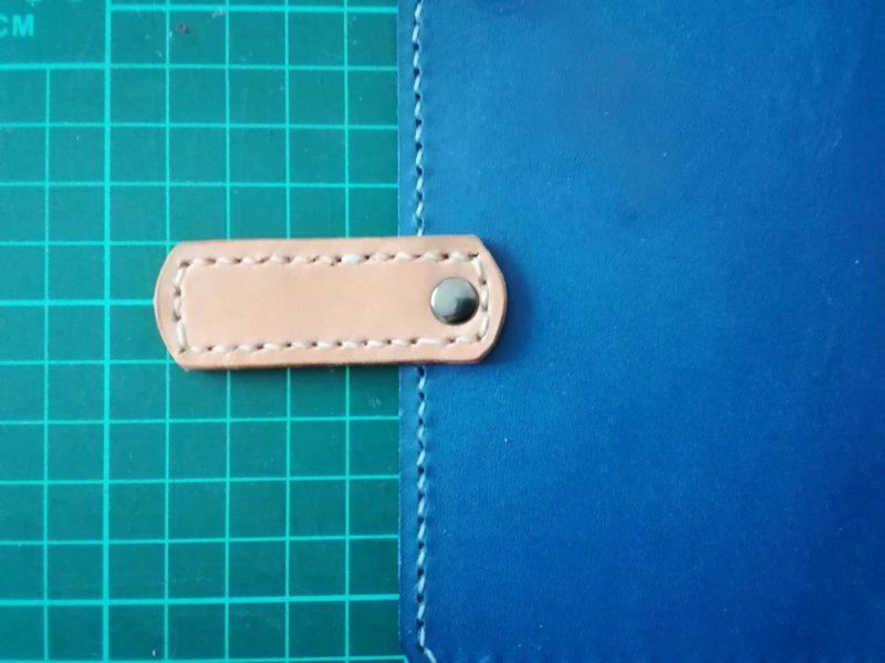iPhoneSEケースの留め具をカシメで固定する