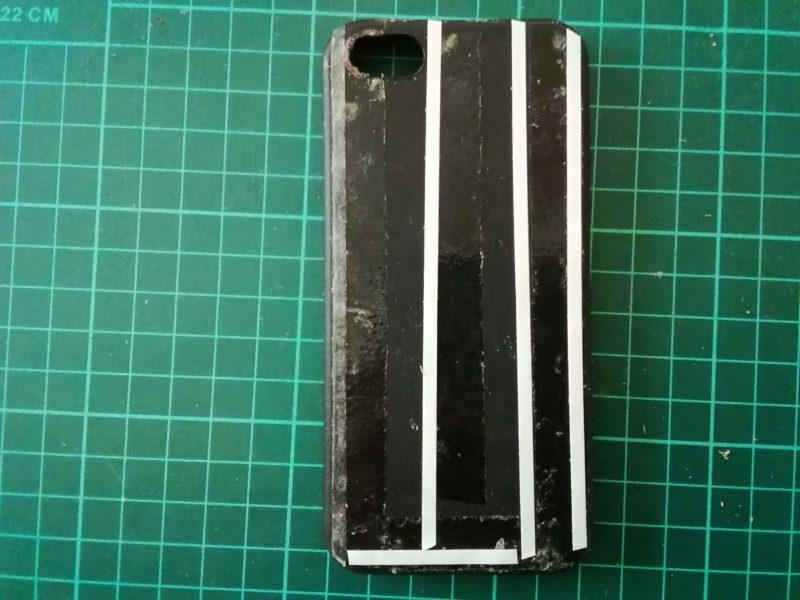 iPhoneSEのケースを両面テープで接着する