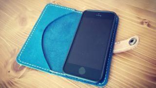 革のiPhoneSEケース