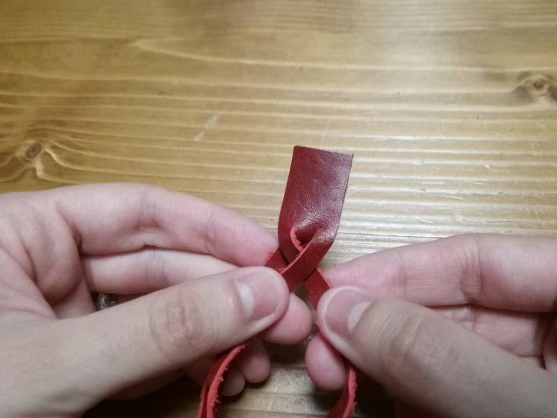 3つ編みブレスレットの編み方 手順2