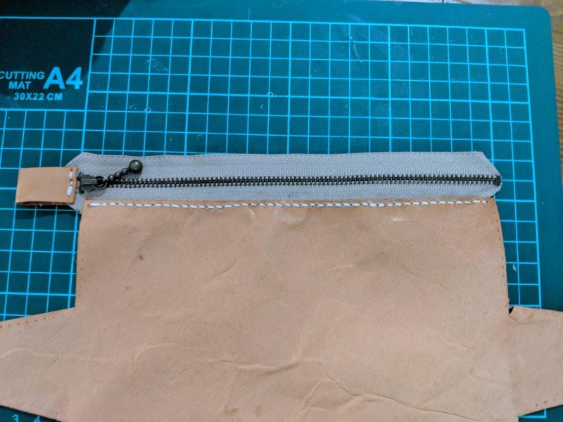ペンケースにファスナーを縫い付ける
